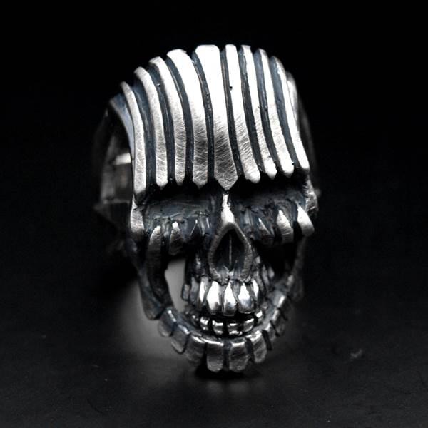 Bague tête de mort argent masque à rayures
