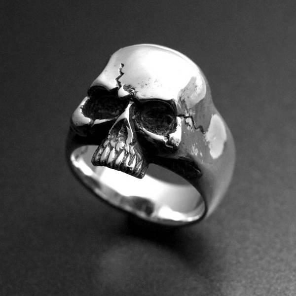Bague tête de mort rock'n'roll argent